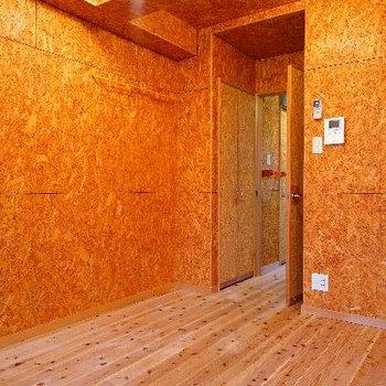 お部屋は温もりのある空間に。