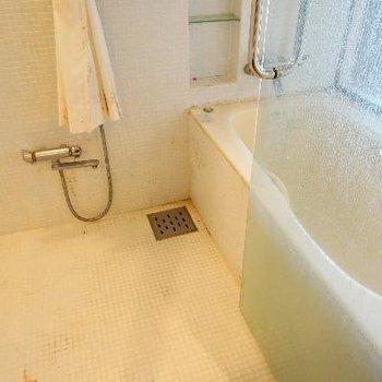 お風呂もとってもゆったり!乾燥機付き!