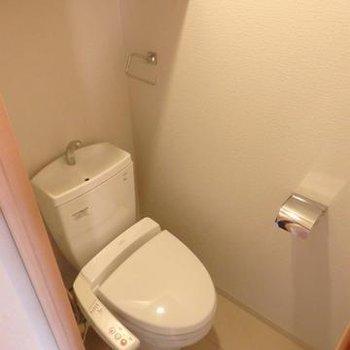 ウォシュレット付きのトイレ※画像は別室