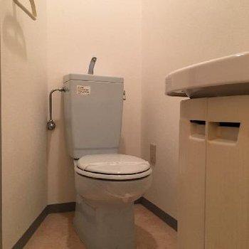 トイレと洗面台は同じスペースです。