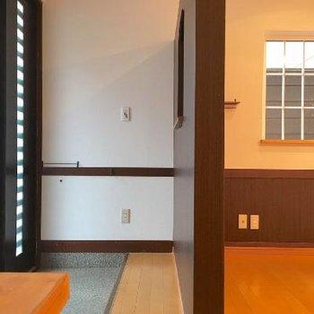 玄関はこんな感じ。靴箱は用意してくださいね!