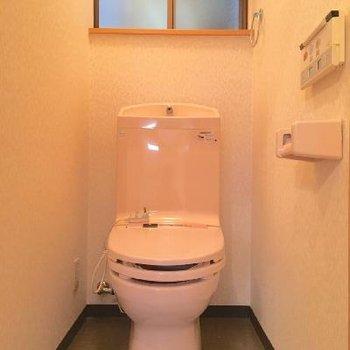 トイレはふつう。でも窓があるのは評価ポイント?