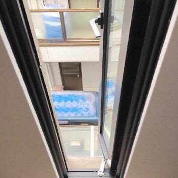 そして、不思議な窓もあるんです。落ちないように気を付けてね!