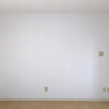 真っ白な壁×フローリングの定番ナチュラル。