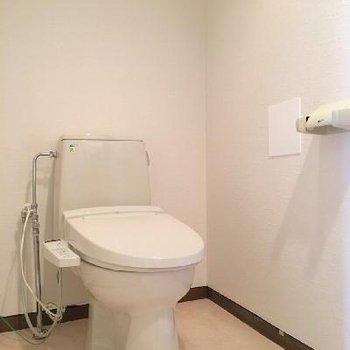 トイレは洗面台の横。ウォシュレット付き◎