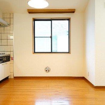 キッチン横にも窓が嬉しい◎