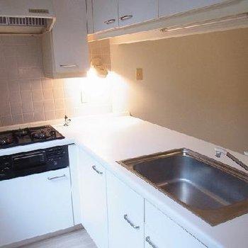 キッチンは充実!※写真は別部屋です