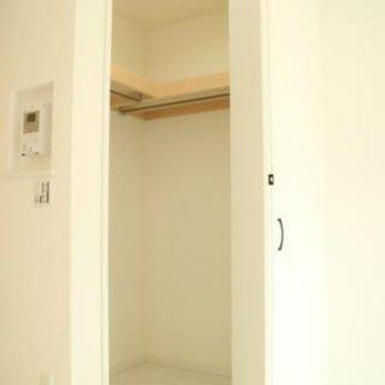 憧れのウォークインクローゼット◎写真は同間取り別部屋