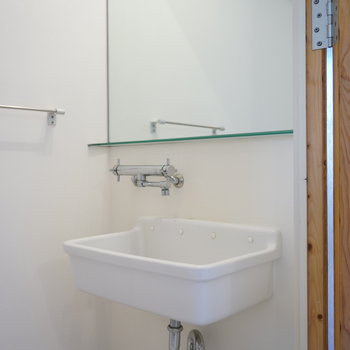 陶器の洗面台 ※写真は別部屋
