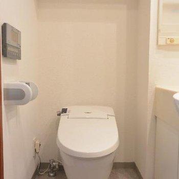 タンクレストイレ!スタイリッシュ!※画像はクリーニング前のものです