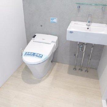 トイレと洗面は同室です。
