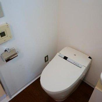 トイレはウォシュレットで機能的!
