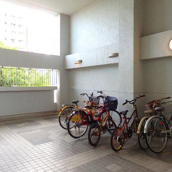 自転車置場が各階にあります