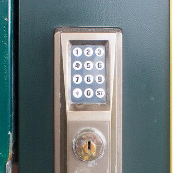 暗証番号でも開閉できます。