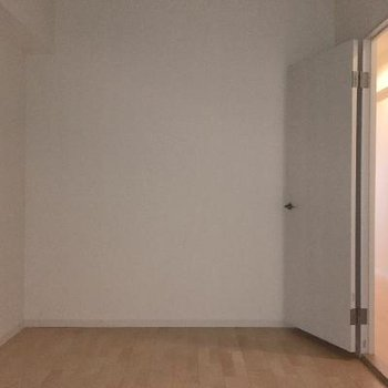 もう一部屋あります!採光はあまりよくないです。