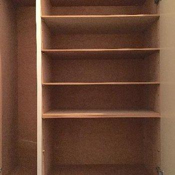 少し収納量が気になりますが、靴箱もあり!