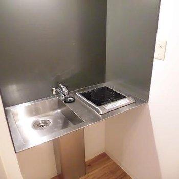キッチンの横は給湯器です※写真と文章は前回募集時のものです