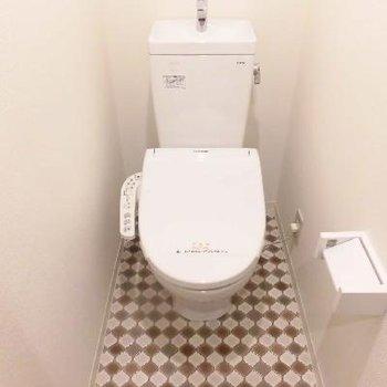 1段上がって個室トイレです※写真と文章は前回募集時のものです