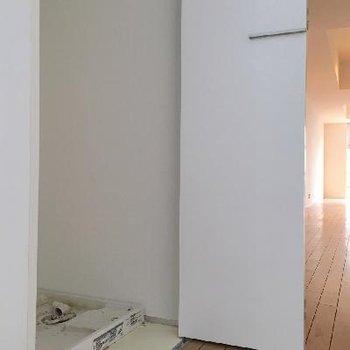 靴箱の隣には洗濯機置き場も完備◎