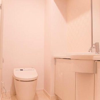 奥行きのあるトイレ