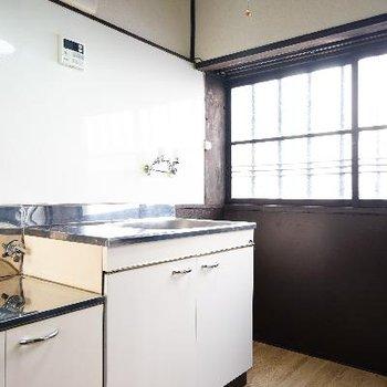 キッチンは窓が明るいです!