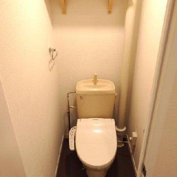 トイレには新たにウォシュレット設置 ※写真は前回工事した同じ間取りのお部屋