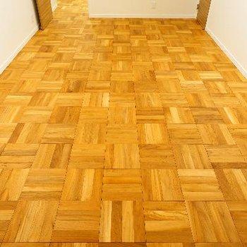 床がパーケット無垢床♪
