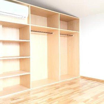 2階にも大きな棚が!スペースも広々です!