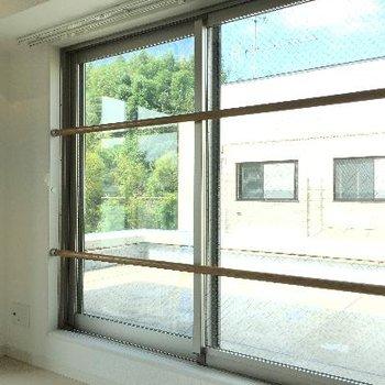 ルーフバルコニーの窓