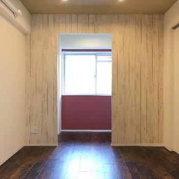 こちら洋室。この部屋も特徴があって素敵です。