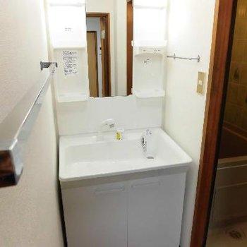 新しい洗面台です