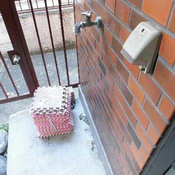 お外に洗濯機ですが...?