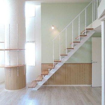 梯子じゃないよ、立派な階段だよ !