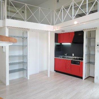 赤いキッチンが情熱的 !