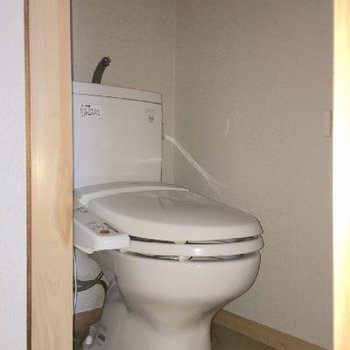 1階のトイレ。まぁ普通ですね