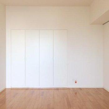 反対側から見ると。シンプルなお部屋ですね!