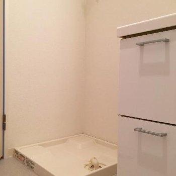 洗面台の横には洗濯機置き場もばっちり!