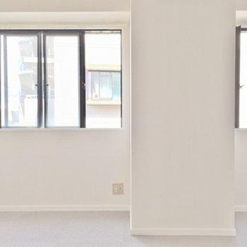 壁一面が窓で採光も抜群です。