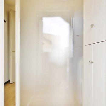室内が丸見えにならないようにワンクッション。