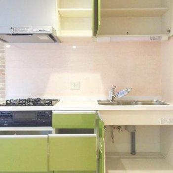 キッチンの収納オープン !