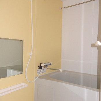 お風呂には浴室乾燥機付き