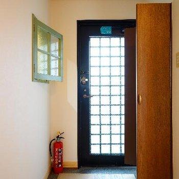 玄関の小窓がまた良いんです!