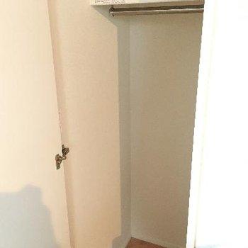 キッチン横の収納!狭いスペースをうまく活用しています。