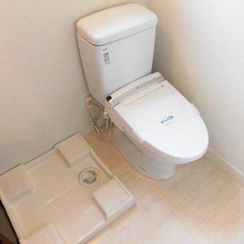 トイレと洗濯機はお隣さん
