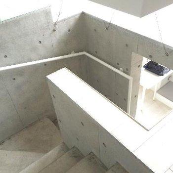 階段は螺旋状に