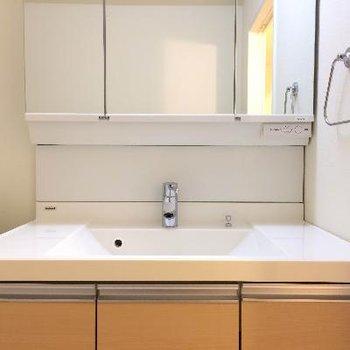 広々とした洗面台、キレイに使っていきたいですね