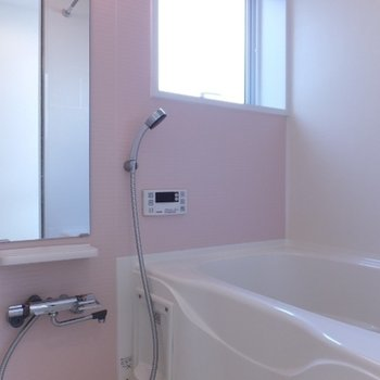 お風呂はピンクでまた明るい!