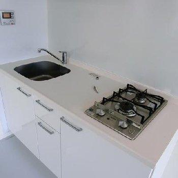 キッチンも大きめ。※画像は別室