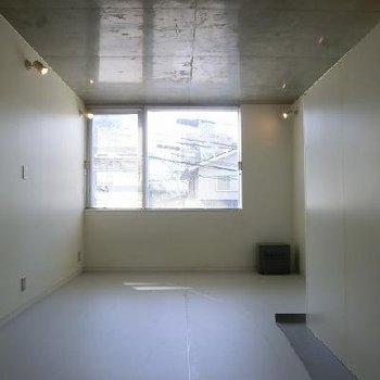 203号室は14帖あります。※画像は別室