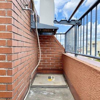 バルコニーは最上階ならではの開放感。